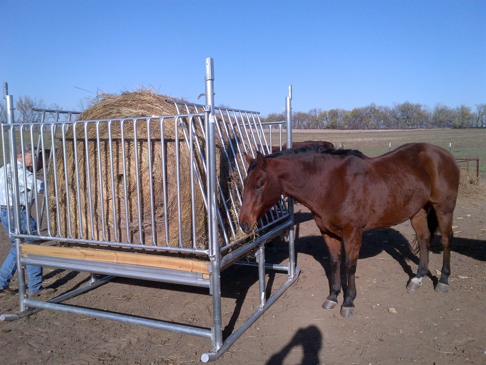 Klene Pipe H-8 Horse Hay Feeder with Round Bale